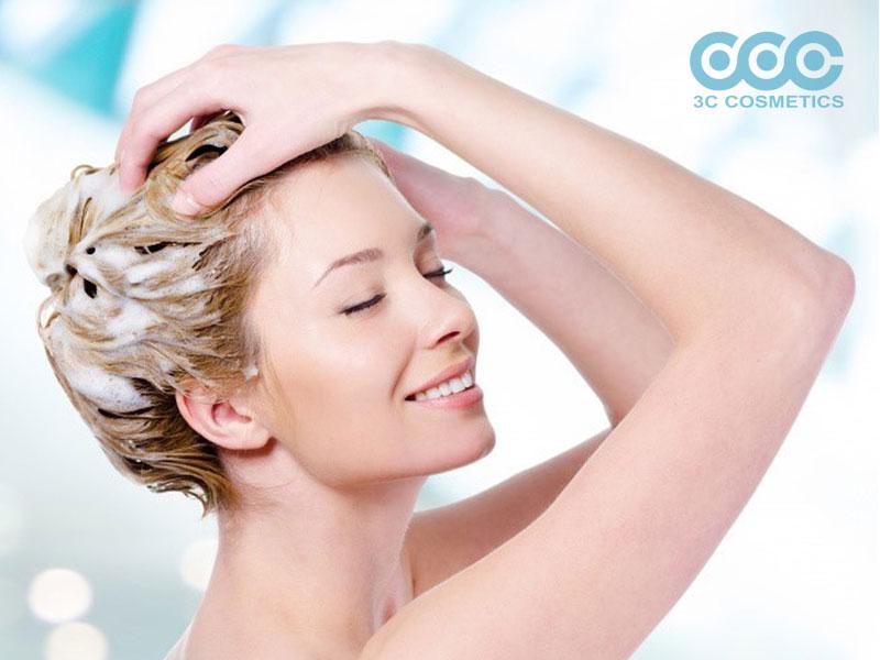 chăm sóc tóc vào mùa đông thì bạn không nên gội đầu thường xuyên