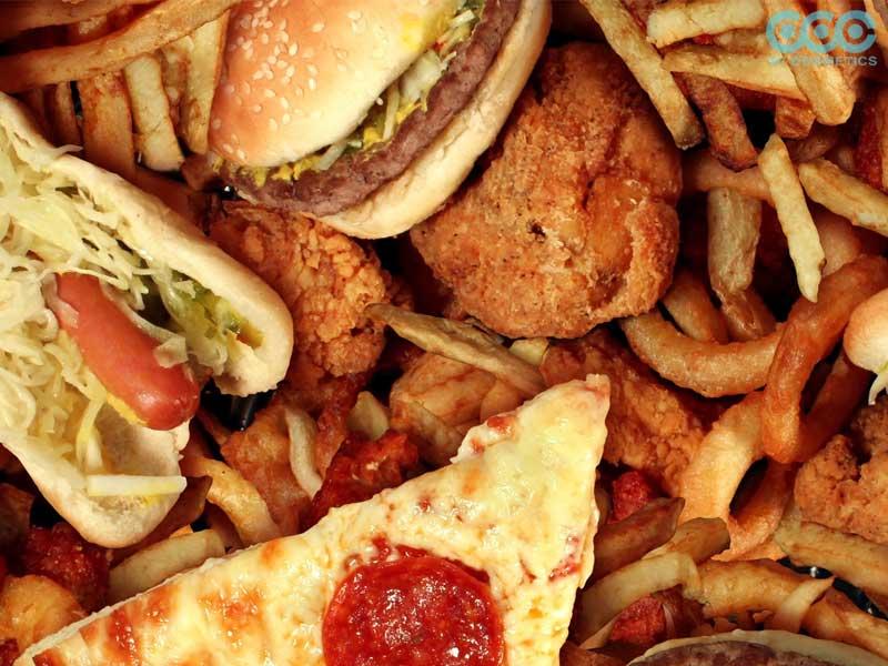 thực phẩm nhiều chất béo không tốt cho da nổi mụn
