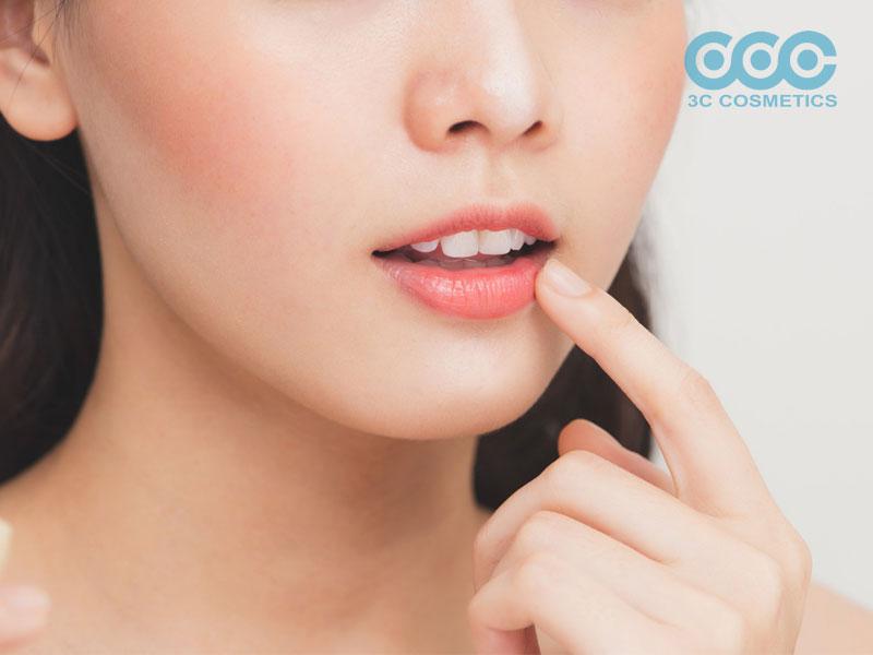 trị thâm môi bằng dầu gấc